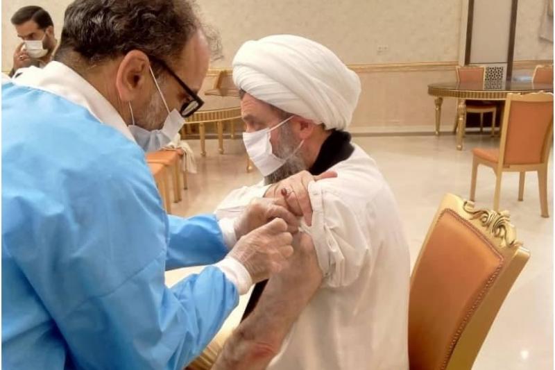 آیت الله هادوی تهرانی دوز دوم واکسن کوو ایران برکت را دریافت کرد